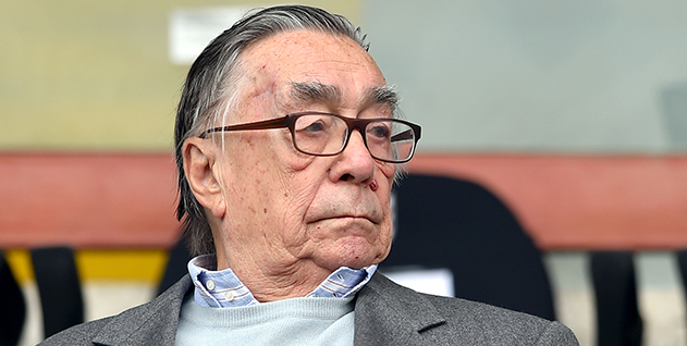 آندره آ کیاپوتزو درگذشت.