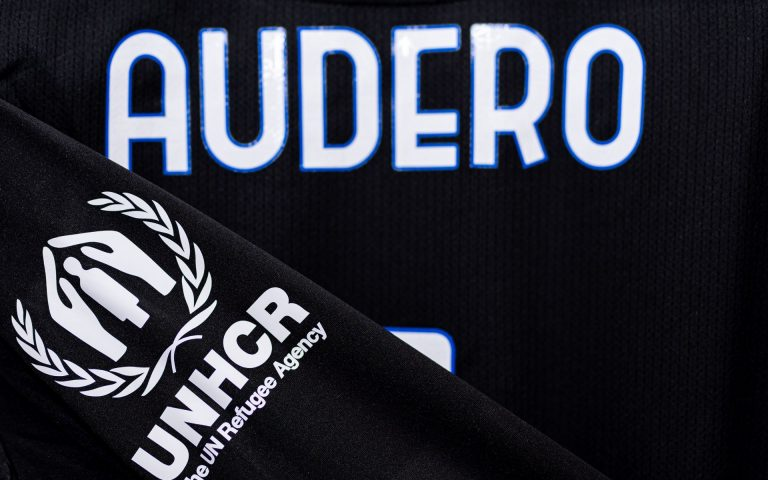 #Challenge4UNHCR: first shirts up for auction for Afghanistan